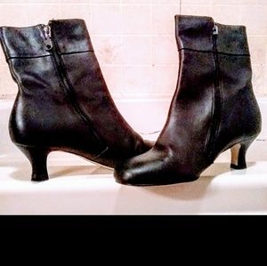 Black ankle boots. 7.5